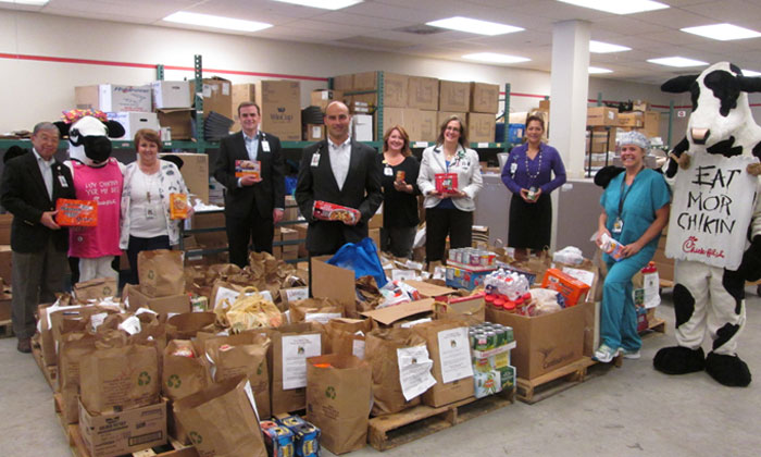 Memorial Hermann Northeast Hospital Employees donate 6,000 pounds of food to HAAM